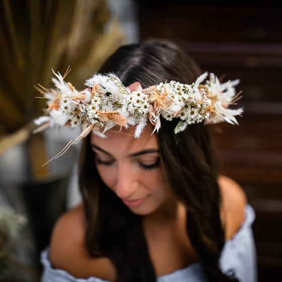 Dry_Flowers_Isabella_Floristik_Haarkranz_peach_weiss_Flowercrown_large_Headpiece (6)