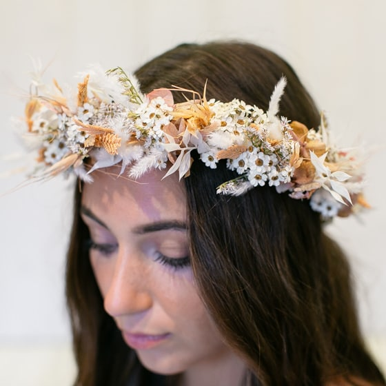 Dry_Flowers_Isabella_Floristik_Haarkranz_peach_weiss_Flowercrown_large_Headpiece (8)